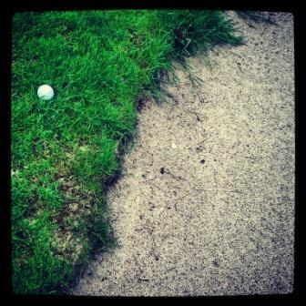 bola golf empotrada talud bunker